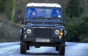 Die Queen fährt im Landy. Copyright by Daily Mail.co.uk