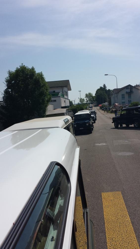 Im Convoi von der Autobahn zum Parkplatz