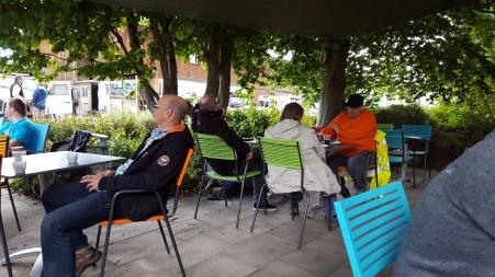 Kaffee und Kuchen mit und für die Bewohner der Stiftung Züriwerk.